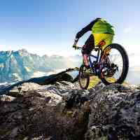 Advanced bikers conquer mountains by bike in Saalfelden Leogang © Saalfelden Leogang Touristik GmbH