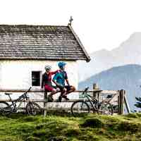 Taking a break at the mountain chapel in Saalfelden Leogang © Saalfelden Leogang Touristik GmbH